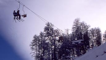 Экстремалов в Сочи призвали не выдвигаться в горы из-за опасности лавин