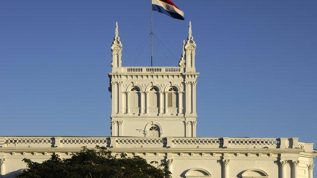 Из князей в сенат: Президент Парагвая объяснил причины отставки
