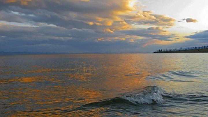 Байкал загрязнили нефтепродуктами: Всему виной шторм