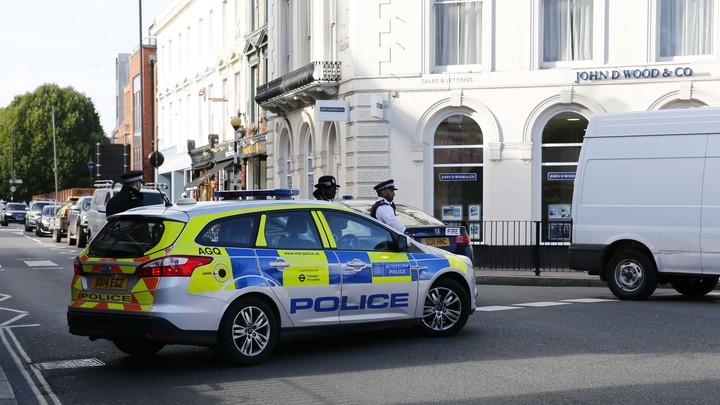 Выкинул с 10-го этажа: В Британии 6-летний малыш выжил после того, как подросток скинул его со смотровой площадки