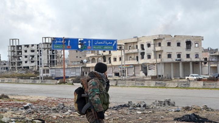 Нет сотен тысяч беженцев из Идлиба. Есть колонны боевой техники из Турции - контр-адмирал Журавлёв