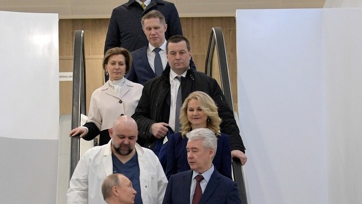 Орешкин, Вайно и Песков (без маски) показались на совещании президента втроём