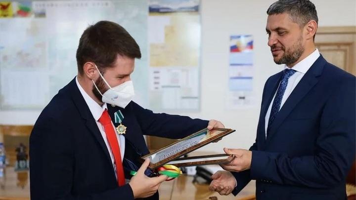 Кириллу Смирнову за золото Паралимпиады вручили ключи от квартиры и 3,5 млн рублей