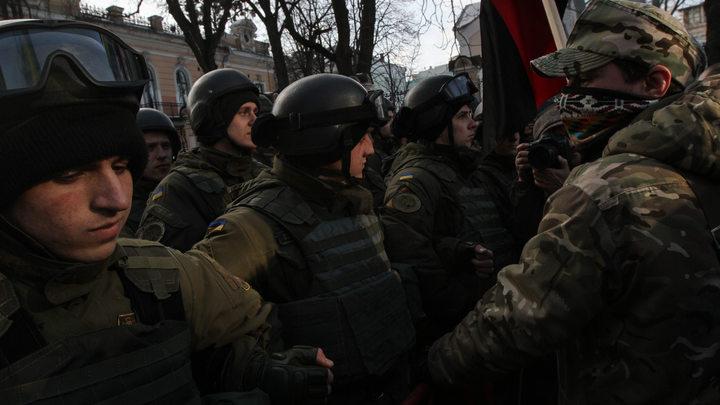У здания Верховной рады Украины начались столкновения полиции и протестующих