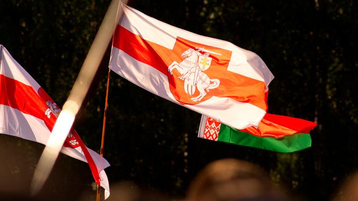 Здоровья тебе, Джо: Байден изменит флаг Белоруссии