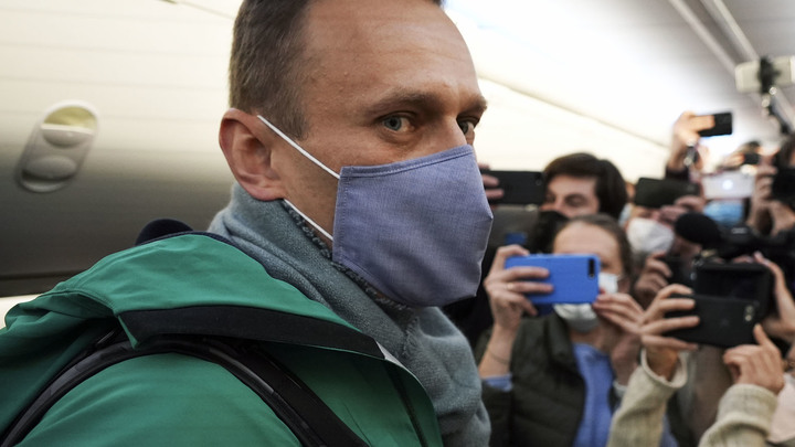 Навальный задержан, Навальная сияет. Шоу должно продолжаться