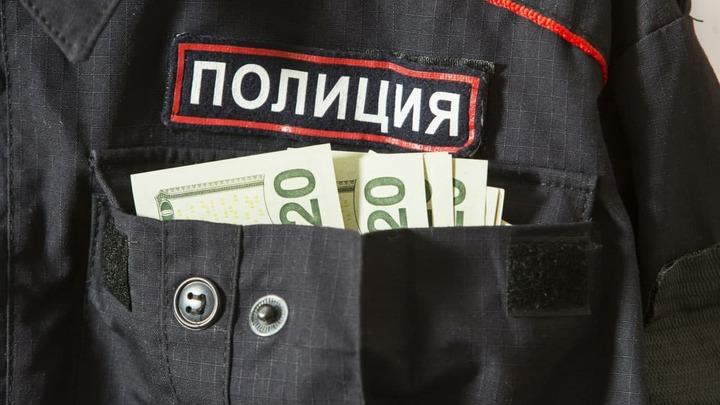Бывшего инспектора ГИБДД в Свердловской области будут судить за взятки и хранение оружия