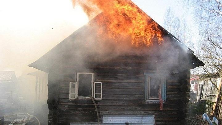 В Шуйском районе сгорел нежилой дом, есть пострадавший