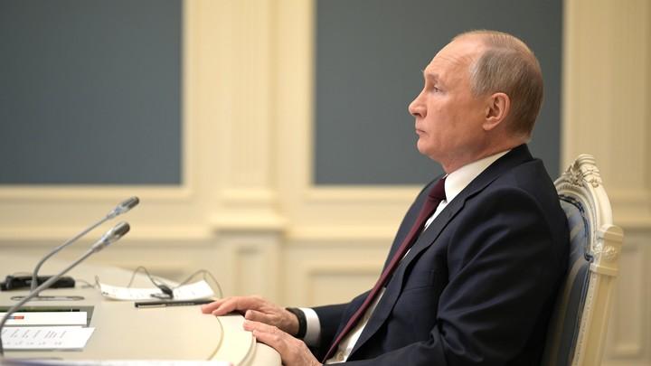 Эмоции Путина на встрече с бизнесом приняла бумага - видео