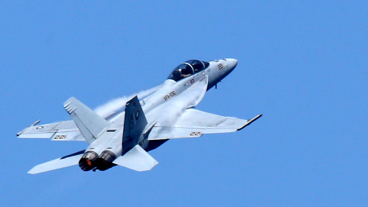 Летел бомбить Сирию и умер: Пилот ВМС США задохнулся в полете
