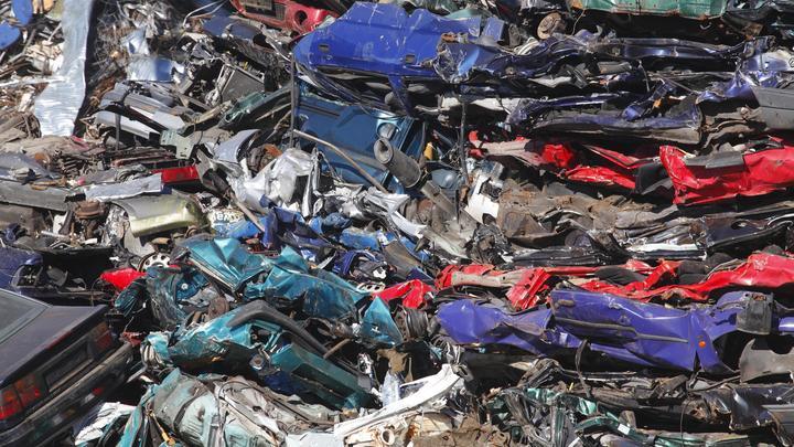 НаФилиппинах показательно раздавили неменее 60 роскошных авто— Беспощадное разрушение