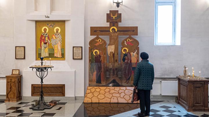 Похитительница вынесла из московского храма пожертвования прихожан и попала на камеру