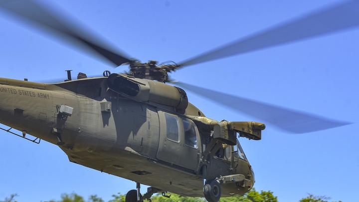 Камнем пошёл вниз: Вертолёт ВВС США аварийно сел на оживлённую трассу в Бухаресте