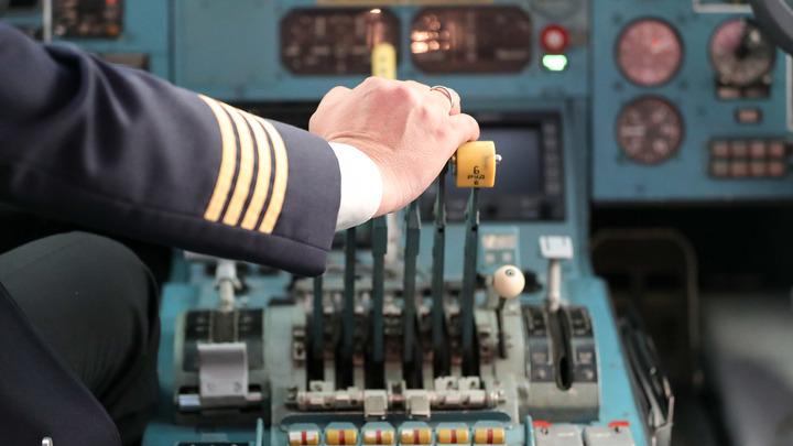 Аварийная посадка крупнейшего военно-транспортного самолета ВВС США угодила навидео
