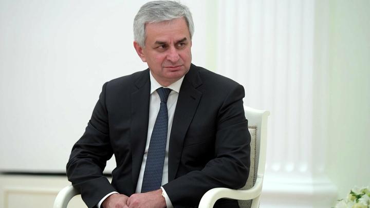 Мандариновый бунт в Абхазии: Президента Хаджимбу сместил герой ДНР, мстящий за брата?