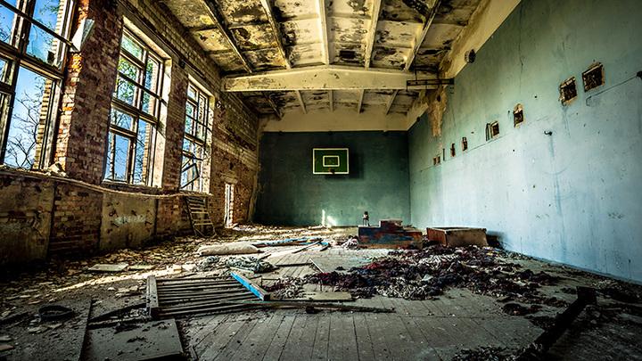 Миллионы испарились: Директора заставляют принять школу-руину после ремонта