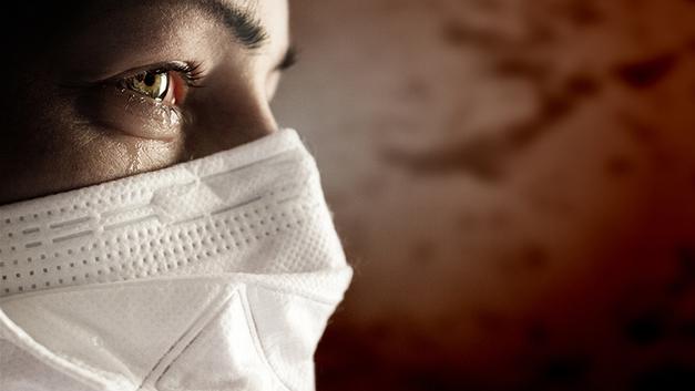 Безопасна ли вакцинация? Чиновники путаются в показаниях, а люди умирают