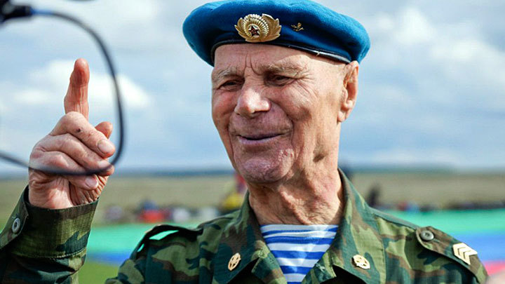 «Россия рождает истинных героев»: 93-летний гвардеец готовит новый прыжок