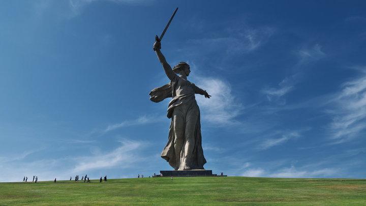 Надругательство над статуей Родина-мать в Photoshop привело к штрафу в 200 тысяч рублей
