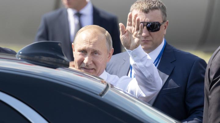 Ладонью закрывал лицо мальчонки: Появилось видео встречи Путина с народом, которое не показали по ТВ