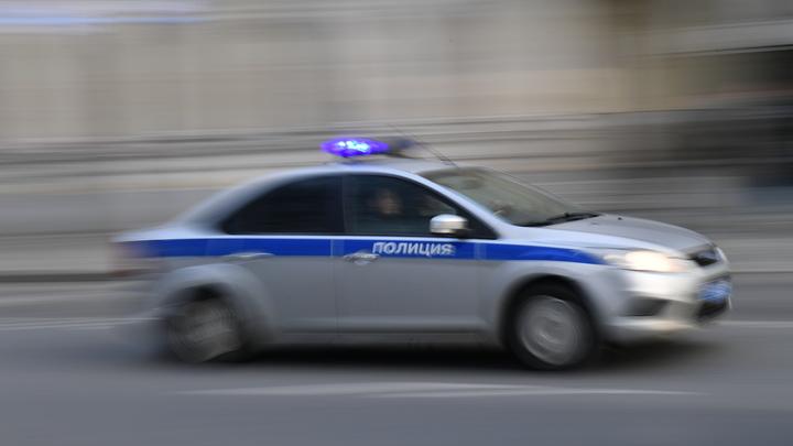 Полицейские шантажом заработали на наркодилере два млн рублей - источник