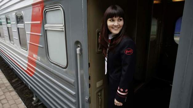 Железнодорожники России выручили иностранного болельщика, забывшего деньги в поезде