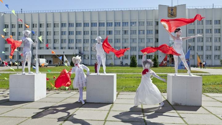 Все звонят маме: В Архангельске установили необычный дорожный знак