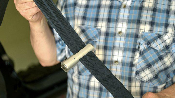 За рулём запретят чесать ухо и носить свитер в полоску: Новинки от ГИБДД возмутили водителей