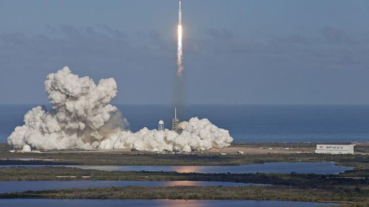 Илон Маск рассказал о причинах крушения ускорителя Falcon Heavy