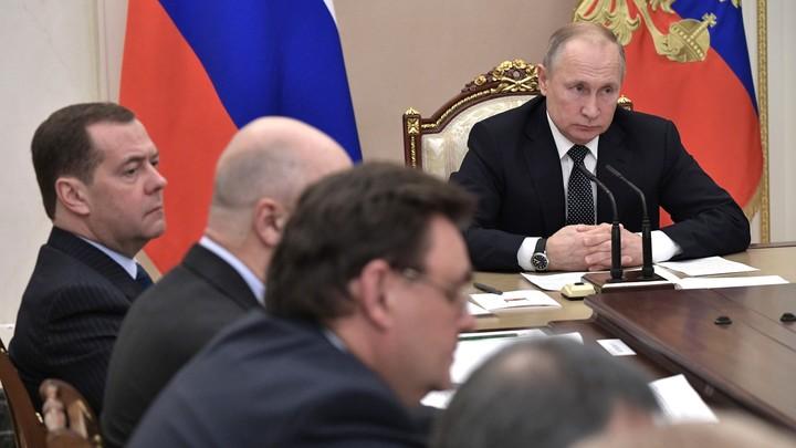 В России был предотвращён госпереворот: Олигархи и медведевские остались не у дел - Аверьянов