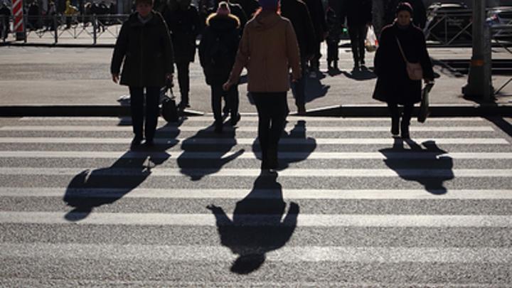 В Челябинске 55-летняя женщина за рулем сбила двух пьяных школьниц на пешеходном переходе
