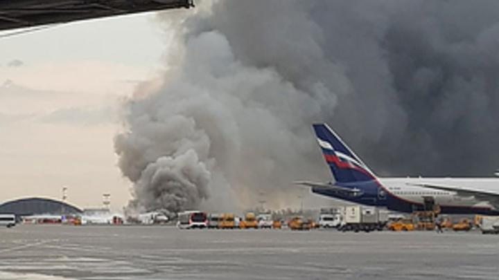 Инстинкт — документы схватить: Выживший в горящем SSJ-100 рассказал, блокировали ли люди с чемоданами путь к спасению