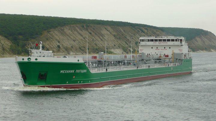 Российский консул пообщался с капитаном блокированного в Херсоне корабля «Механик Погодин»