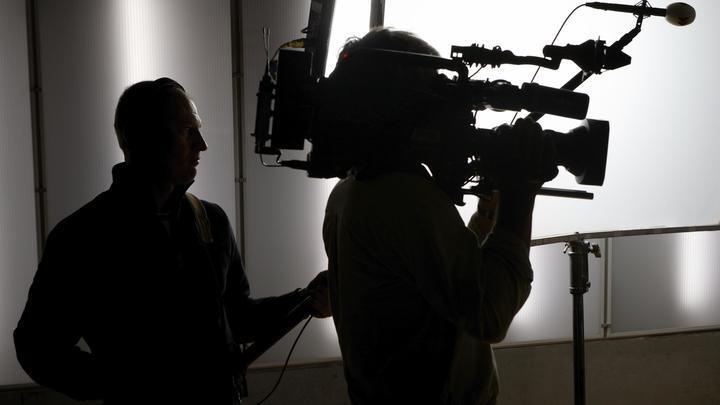 Решение пока не принято: Камчатскую журналистку, не сдержавшую смех в эфире, вызвали для беседы