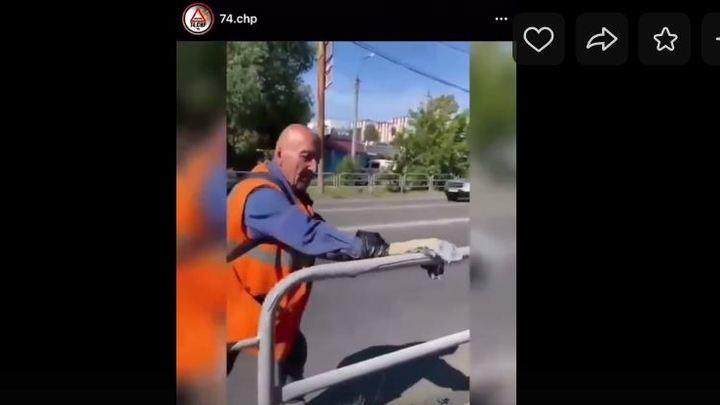 Шутка оказалась правдой: почему в Челябинске рабочие красят заборы варежками