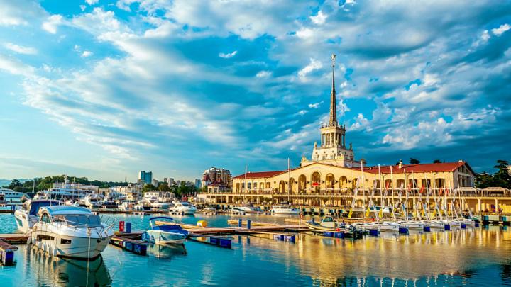 Не оставили выбора: Краснодарский край стал лидером по туризму летом и осенью