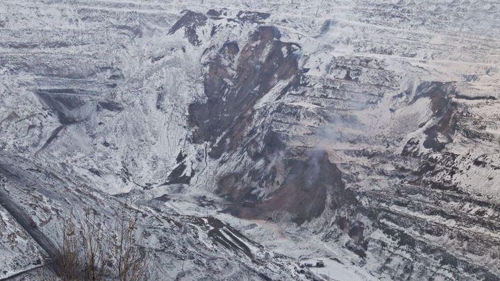 Денег нет: Челябинский поселок сползает в 500-метровый карьер. Чиновники бездействуют