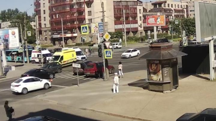 В Петербурге маршрутка въехала в автобус: известно о семи пострадавших