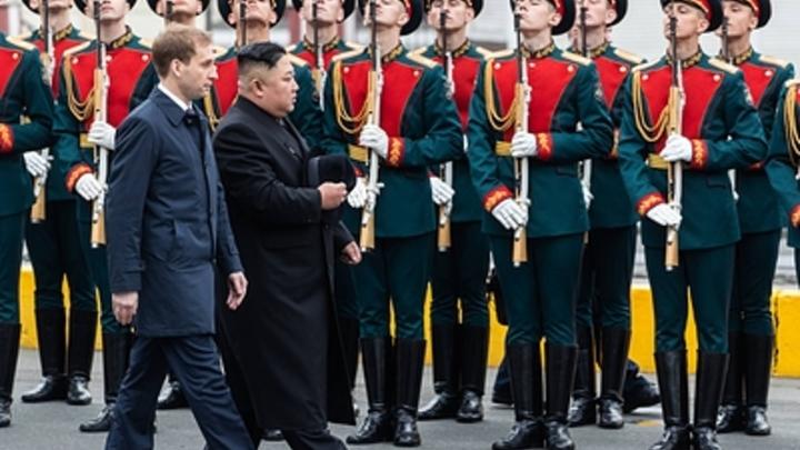 Ким Чен Ын склонил голову перед павшими защитниками Родины