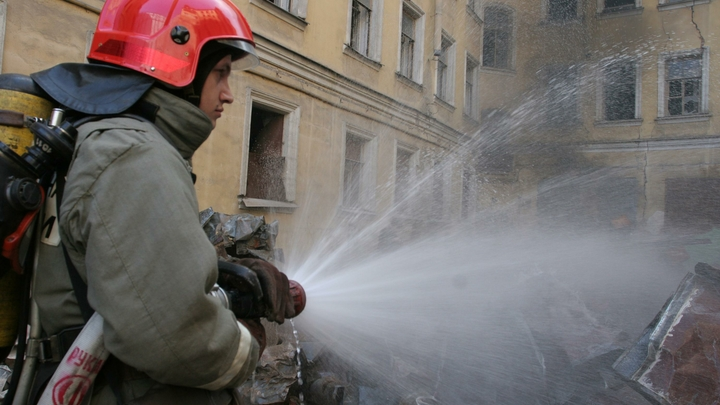Очевидцы сняли на видео момент взрыва в кафе на северо-западе Москвы