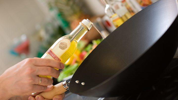 Учёные нашли причину главного косяка антипригарных сковородок: Способы борьбы знает каждая хозяйка