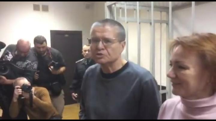 Улюкаев вспомнил о гордости: Министр-коррупционер отказался брать передачи в СИЗО