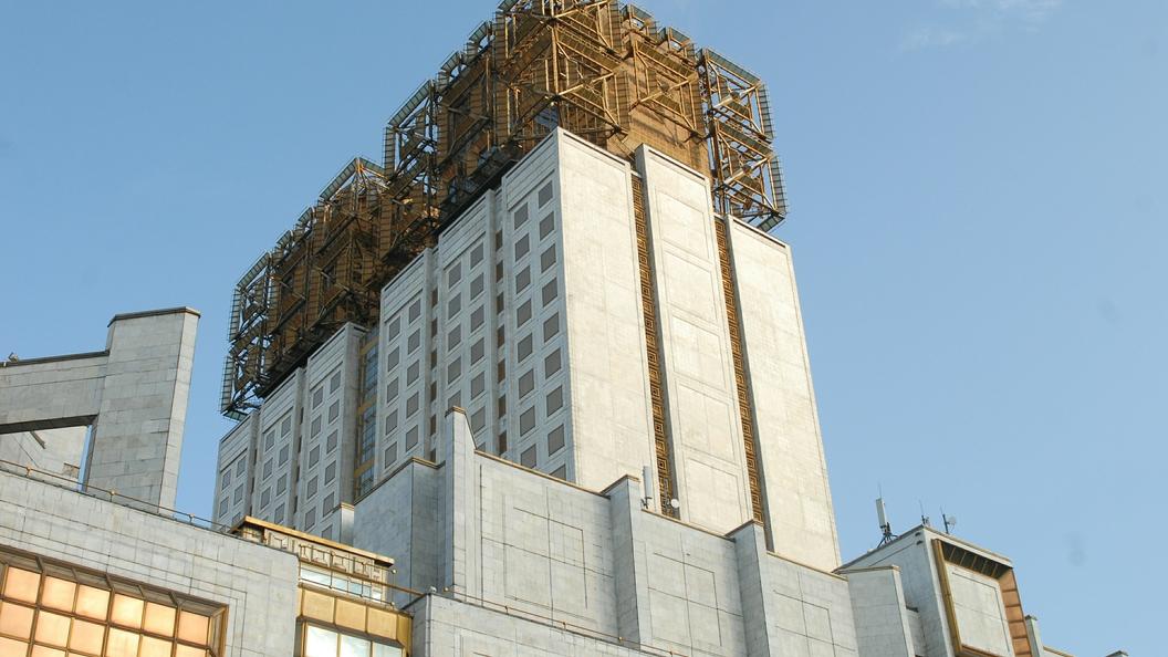 Вмногоэтажном здании РАН в столице России объявили эвакуацию из-за ворвавшегося мужчины скоробкой
