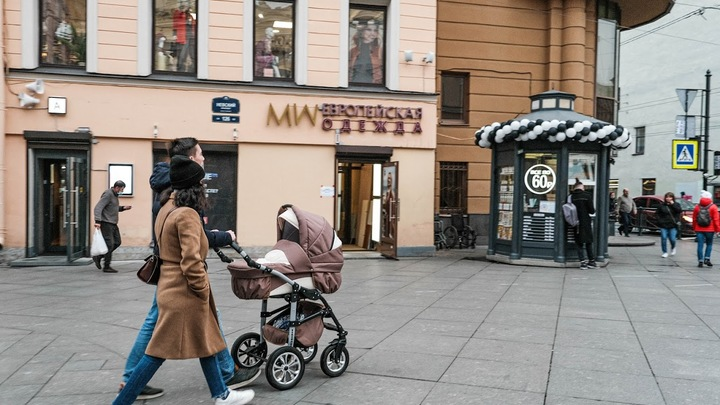 Не только врачи: стало известно, в каких сферах труда Санкт-Петербурга чаще болеют COVID