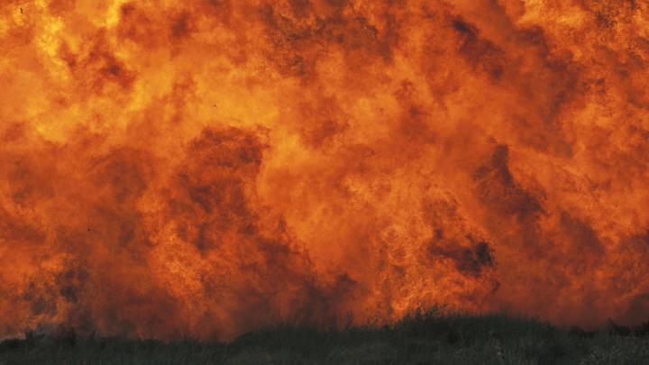 Новые взрывы на военном складе в украинской Калиновке объяснили сухой травой