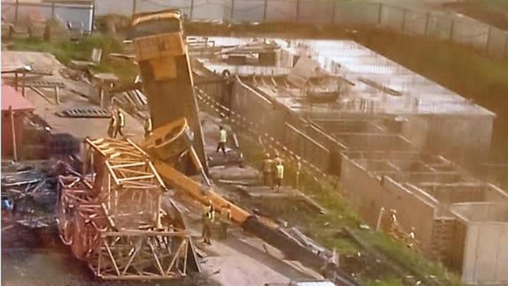 В Краснодаре на территории строящегося жилого комплекса рухнул кран