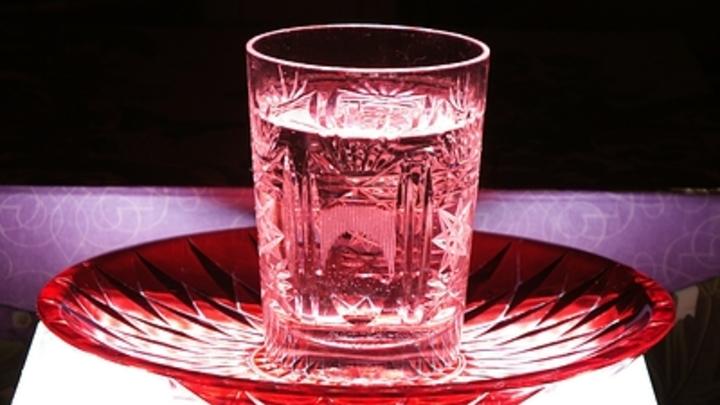 Чтобы не пили: Конфискованный антисептик предложили окрашивать в чёрный цвет