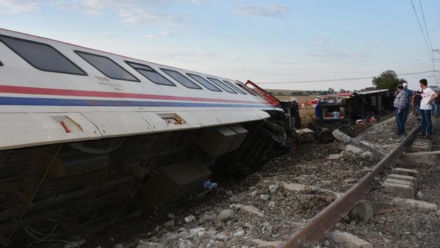 В аварии на железной дороге в Турции погибло 24 человека, пострадало - 338