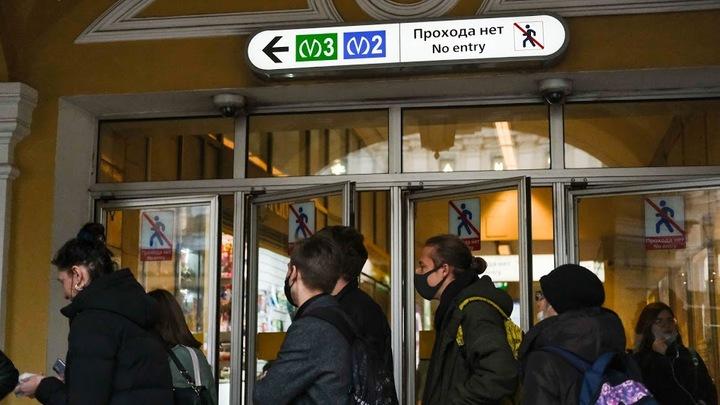 На синей ветке метро в Санкт-Петербурге произошел сбой из-за неисправного состава