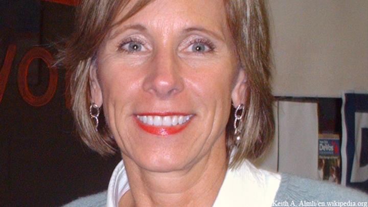 Сенат утвердил министром образования США Бетси Девос